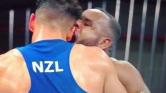 """مثير.. استبعاد الملاكم المغربي """"بعلا"""" بسبب عضه منافسه النيوزيلندي بأولمبياد طوكيو"""
